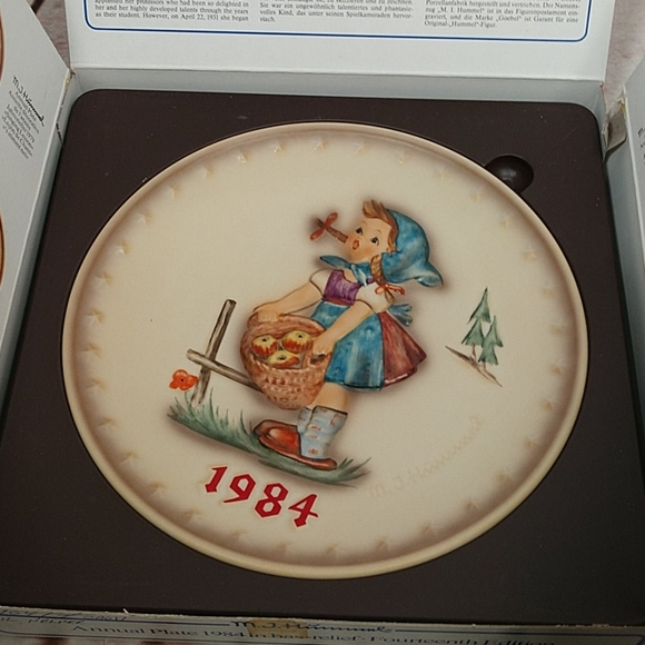 1984 Goebel Hummel Annual Plate 277 LITTLE HELPER